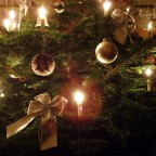 Elektrische Kerzen am Weihnachtsbaum